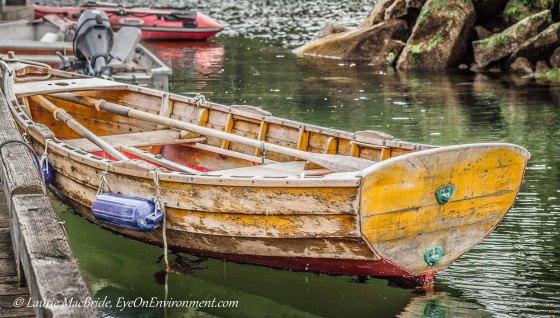 Clinkerbuilt wooden sailing dinghy